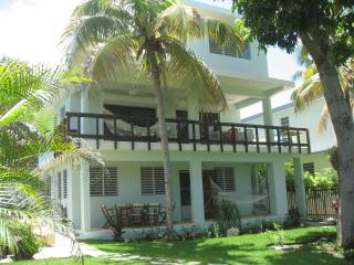 R House on Steps Beach/ Tres Palmas Marine Reserve