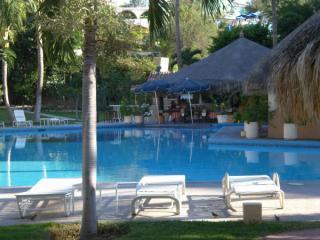 Big pool and swim up bar and restaurant