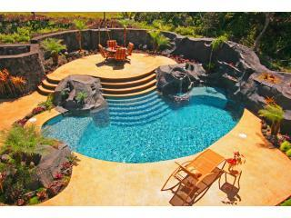 Luxury Oceanfront with Pool and Air Conditoned Comfort, Keaau