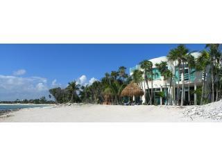 Playa de arena blanca de Casa Caribe Soul\ con un montón de privacidad en la hermosa bahía de Tankah cerca de Tulum