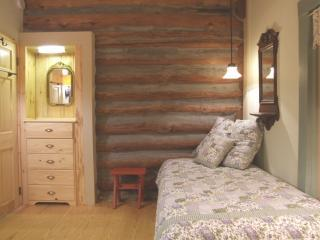 Third Bedroom has either a KING BED or two EXTRA LONG TWIN BEDS.