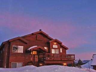 Comfortable Stockholm Vista **Hot Tub, VIEWS**, Truckee