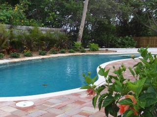 C-viewFlorida, Canal/Dock/Heated Pool/Near Gulf - A Hidden Gem