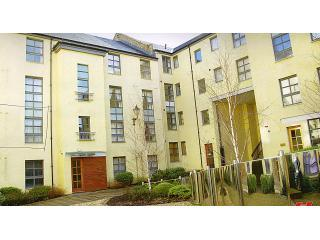 The courtyard to the rear of the apartment at Old Tolbooth Wynd