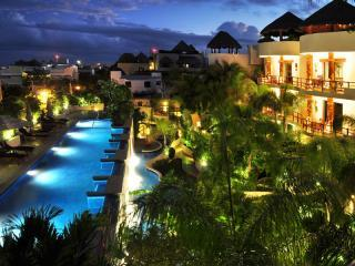 Porto Playa Condo/hotel 100 Steps from beach 216, Playa del Carmen