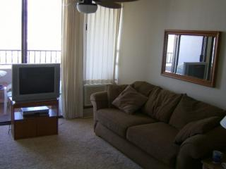 Living Room With Ceiling Fan/Light