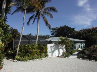 Captiva Mermaid Home, 2 minute walk from the Gulf Beach