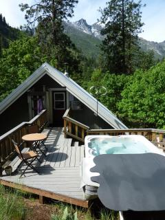 Top rated secluded hot tub with georgeous mountain or star views in our dark sky