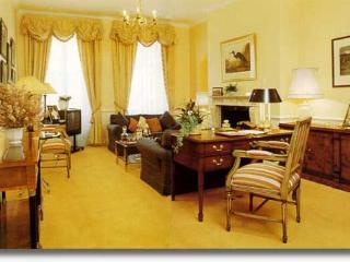 3 Bedroom Mayfair Vacation Rental in London
