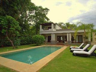 Beautiful 2 bedroom house close to the beach in a tranquil area, Tamarindo