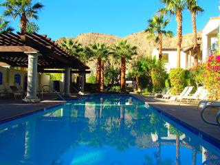 Resort Atmosphere,Spacious Condo,Centrally Located, La Quinta
