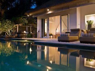 SUNGAI GOLD pool to dining pavilion