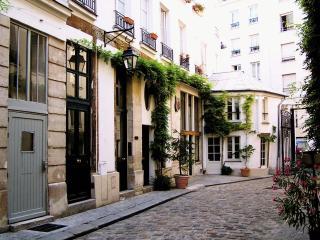 Architect's Stylish Apt Marais/Bastille