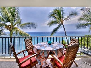 Large Oceanfront 1 bedroom, 2 bath condo right down town, great Ocean views, Kailua-Kona