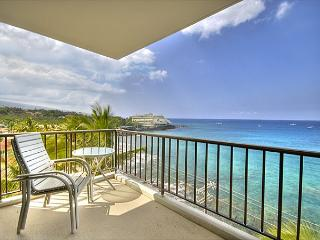 2 bedroom 2 bath Ocean front Penthouse, great Ocean views, right down town, Kailua-Kona