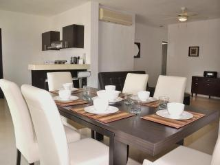 P211 - Poolside 2 bedroom in tranquil complex, Playa del Carmen