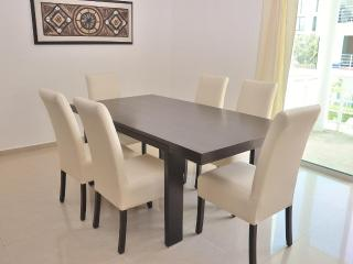 Pelicanos Vacation Rental Dining Room