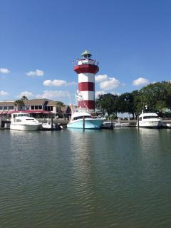 ENTERING HARBOUR TOWN BY BOAT