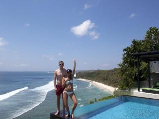 Suluban Cliff Bali Villa infinity pool &  oceanview.  Luxury Bali Villa rental in Uluwatu .
