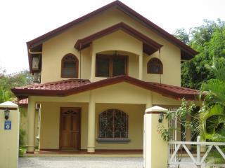 Casa Dos Palmas 4 BR Beach House w/ Pool, Nosara