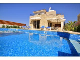 Sea Point Villa,Coral Bay 3 bedroom 200m to Sea, Paphos