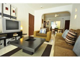 PK10 - Poolside 2 Bed 2 Bath with Private Jacuzzi, Playa del Carmen