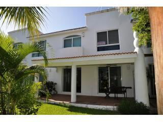 PR31- Home in tranquil gated community - Playacar