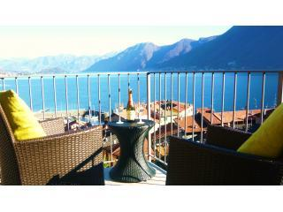 Luxury lake view apartment, Argegno