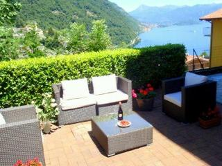 Luxury lake view garden apartment, Argegno