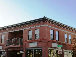Plaza View Stay 2 Bdrm Overlooks Downtown Square, Arcata