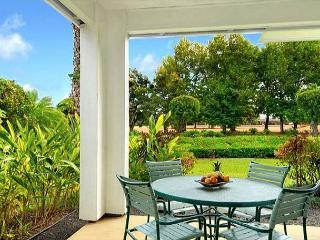 Emmalani Court 411: Spacious, air-conditioned 2br/2ba, brief walk to beach!, Princeville