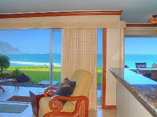 Pali Ke Kua 102: Air-conditioned with oceanfront and Bali Hai views, amazing!, Princeville