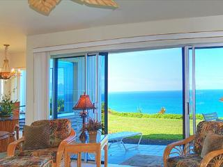 Pali Ke Kua 119: AIr-conditioned luxury with oceanfront and Bali Hai views, Princeville
