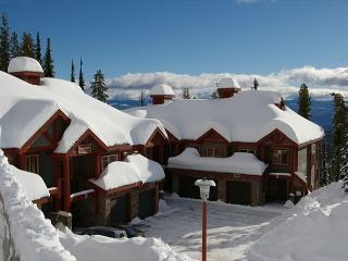 Snowbanks 4, Great for Entertaining and lots of Space for the Whole Family, Big White