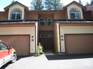 Spacious Aspen Village Condo with golf course views and club amenities., McCall