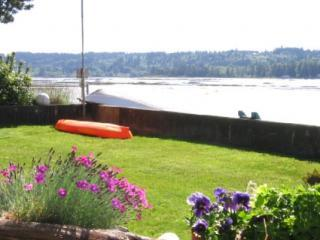 Front_yard_flowers_and_boats_sm.JPG
