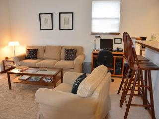 Streamside Stay Eco-Green Contemporary 2-Bdr Apt., Arcata