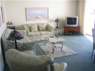 2BR gulf side unit with patio #205GS, Sarasota