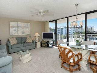 Bright 2BR with TV/DVD, balcony #303GS, Sarasota