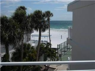 Gorgeous 2BR with Gulf view, balcony, TV/DVD #313GV, Sarasota