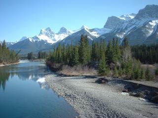 Beautiful trails, less than ten minutes walk away.