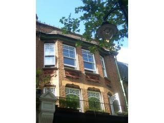 London's Kew Village. Close to Metro & Kew Gardens. Free unlimited high speed WiFi internet.