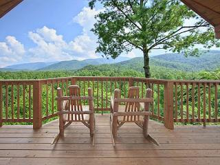 Escape to the mountains in this romantic 1 bedroom cabin!, Gatlinburg