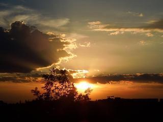 Vista de la puesta de sol desde el patio de la azotea con orientación oeste Perfecto final para un día ocupado!