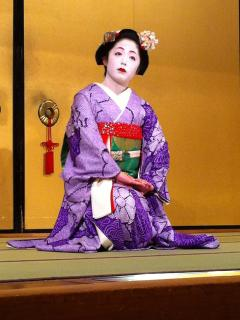 Geisha at Gion Corner - 5 min walk