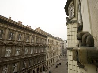 Lovely flat with balcony in the historic center, Budapest