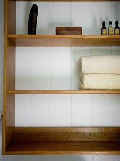 Another view of linen shelf.
