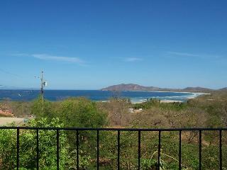 Great vacation condo oceanviews, a/c, shared pool, cable, private balcony, Tamarindo