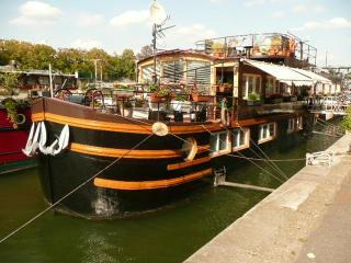 parisbeapartofit - Eiffel Tower Houseboat (299)