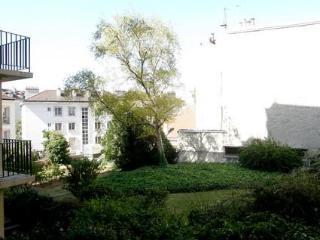 Latin Quarter 1 Bedroom Condo in Lacepede, Paris